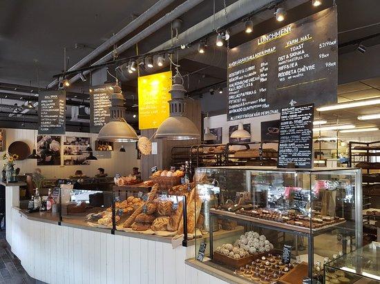 Vallentuna, Sweden: Mysigt och god morotskaka.