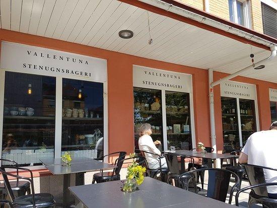 Vallentuna, Sverige: Mysigt och god morotskaka.