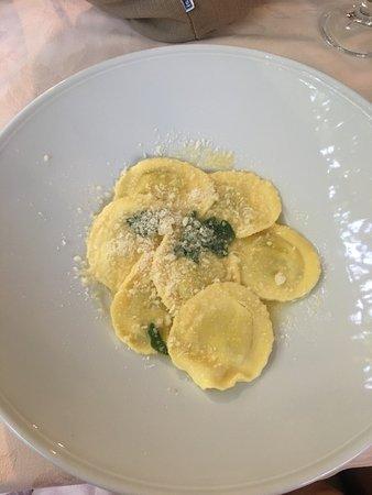 Ristorante Bilacus: Spinach and ricotta ravioli in sage butter sauce
