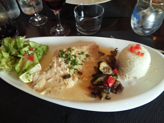 Talmont sur Gironde, Frankrike: Aile de raie sauce riesling