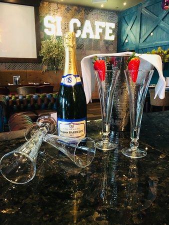 Si! Bar:Restaurant: Bubbly at Si!
