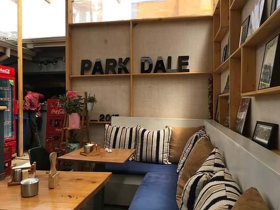 Parkdale Burger: Trendy interior