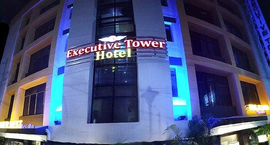 Hotel Executive Tower : Hotel Fracade