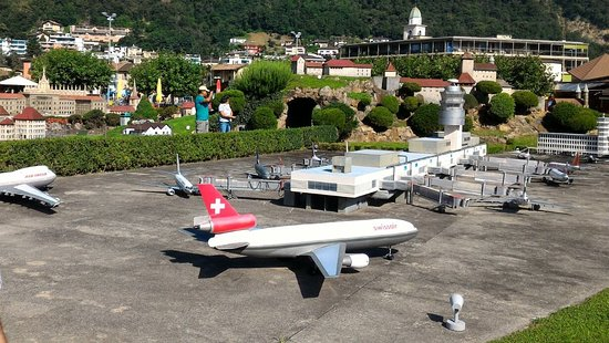 Melide, Swiss: Aeropuerto