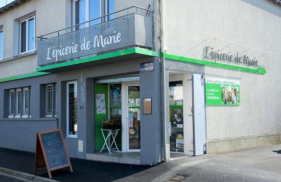 Saint-Florent-le-Vieil, Frankrike: Devanture de l'épicerie
