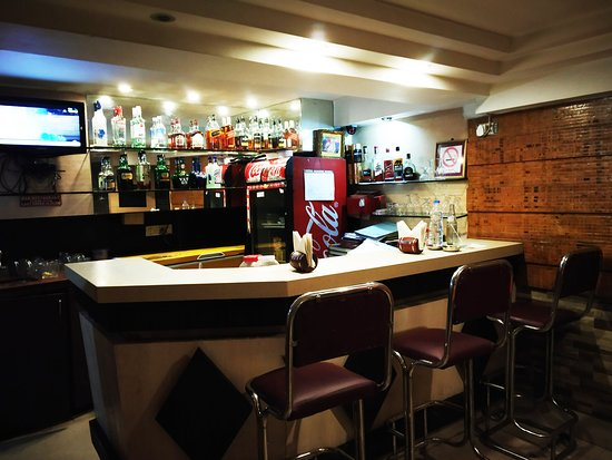 Hotel Executive Tower : Bar Counter