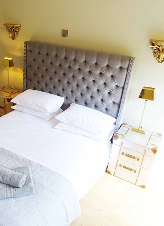 The Lower Buck Inn: The Lodge double  bedroom in Waddington, just three miles from Clitheroe in Lancashire.