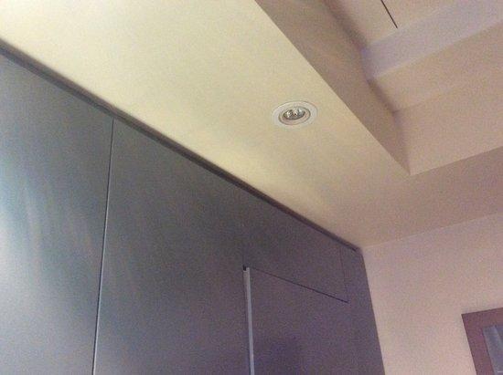 Akaroa Village Inn: Light not working in kitchen