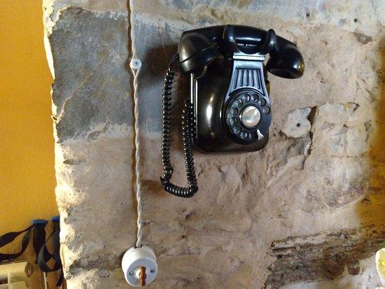 Albuerque San Javier: Teléfono y llave de luz, muy acorde con el local.