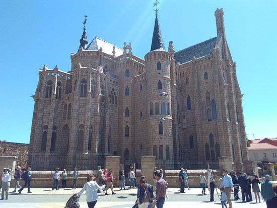 Albuerque San Javier: Palacio Episcopal. Museo del peregrino de Gaudi. Astorga