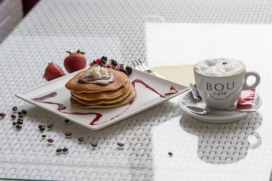 Cafe Bella Vista: Pancake with really delicios coffee BOU.