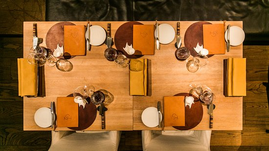 NOA Chef's Hall : Tables