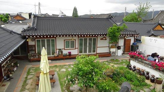 Vista desde el top roof del Raon Guesthouse, Gyeongju, Korea