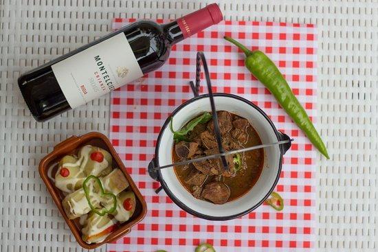 Cafe Bella Vista : Hungarian Gulash with potato. Red vine