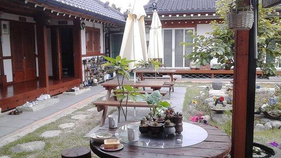 Vista desde nuestra terraza en el Raon Guesthouse, Gyeongju, Korea