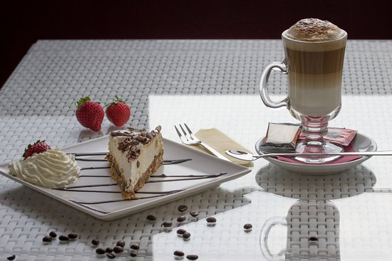 Cafe Bella Vista : Cakes with Coffee Latte BOU