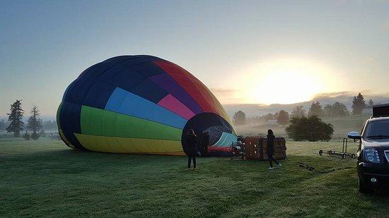 Seattle Ballooning: Hot air balloon ride at sunrise-filling up the balloon