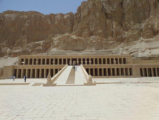 วิหารหัทเชฟัท ณ เดอีร์เอลบาฮารี: Hatshepsut at Deir el Bahari