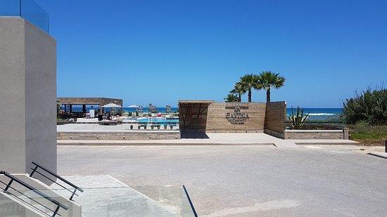 Enorme Eanthia Beach รูปภาพ