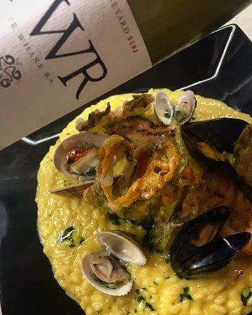 Vinoterra Resto & Cava: Ριζότο με θαλασσινά, και TWR Riesling  από την Νέα Ζηλανδία