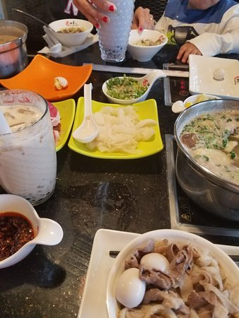 Nine Spices Hotpot : great experience to try