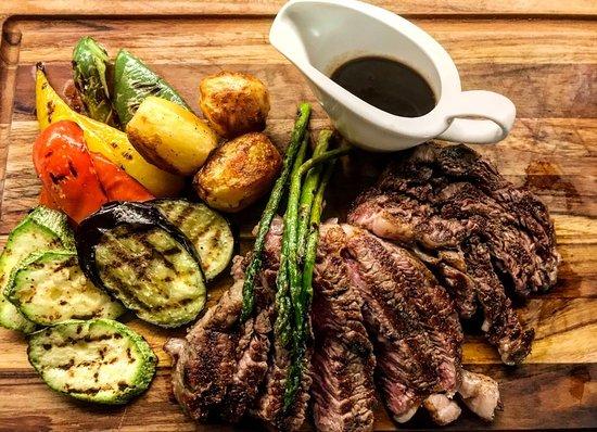 Vinoterra Resto & Cava: Για τους λάτρεις του κρέατος, ζουμερό Rib-Eye και ψητά λαχανικά