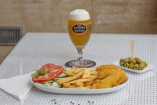Cafe Bella Vista : Chicken brest with chips, salad. Olivas, Draft bee, Estrella Galícia