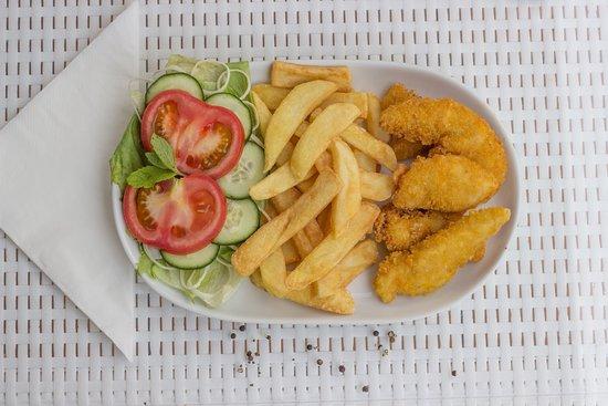 Cafe Bella Vista : Chicken brest with chips and salad