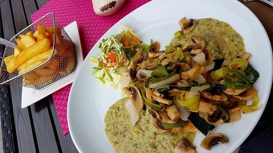 Hahnenklee-Bockswiese, Germany: Schnitzel mit Champignons und Lauchzwiebelsoße