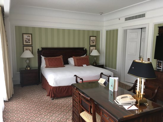 Powerscourt Hotel, Autograph Collection: Bed is soon Comfortable