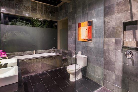 Cicada Luxury Townhouses : Junior Suite - Bathroom