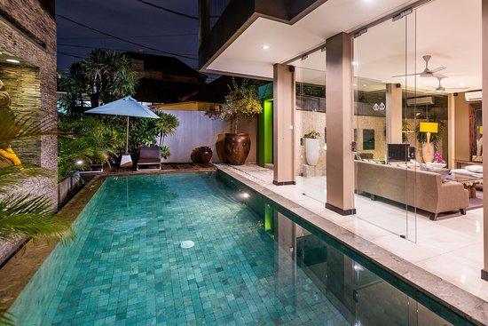 Cicada Luxury Townhouses : Junior Suite - Pool