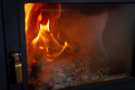 Antica Locanda Maregge: a Maggio si stava al calduccio con la stufa accesa...