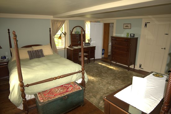 Bed and Breakfast at Taylor's Corner: The Jules Van Damme Room with Fireplace
