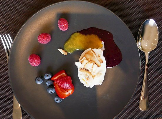 Diamond Creek, Australia: Enjoy a creative dessert made by a local in her home kitchen - Traveling Spoon