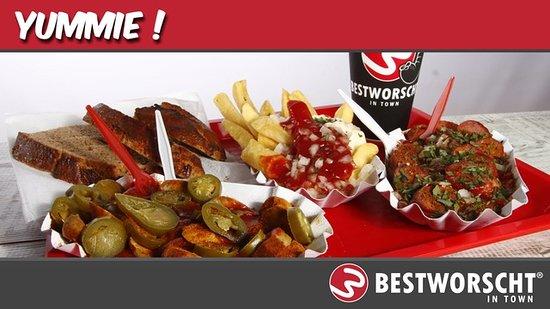 Best Worscht Currywurst Berlin: Yummie!