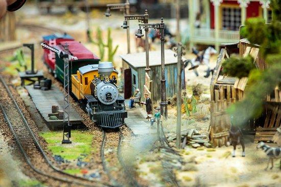 Kolejkowo - Wonderful world in miniature!: Pociąg z San Fran Bytom do Gliwic