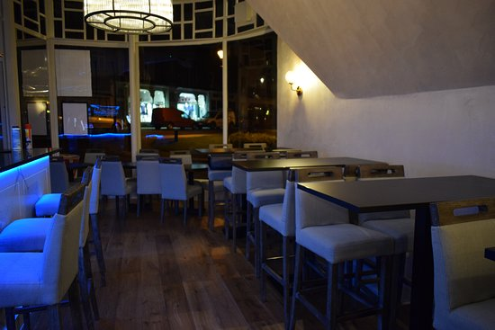 Eighty Six Restaurant & Bar: Bar