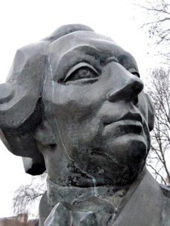 Buste du Comte de la Perouse: Détail de la sculpture