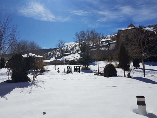Hotel Posada Fuentes Carrionas: Jardin con nieve