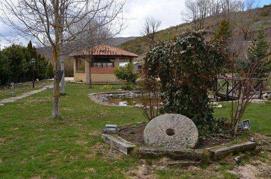 Hotel Posada Fuentes Carrionas: Jardin