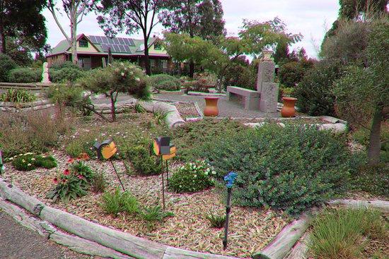 Yarrabee Native Garden: What a great garden!