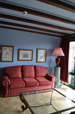 Hotel Posada Fuentes Carrionas: Suite salon