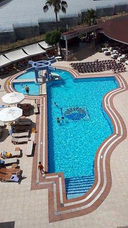 Kirbiyik Resort Hotel - Alanya: Территория отеля, вид из номера