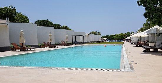 Anilana Nilaveli: Large pool