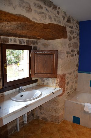 Hotel Posada Fuentes Carrionas: Baño para movilidad reducida