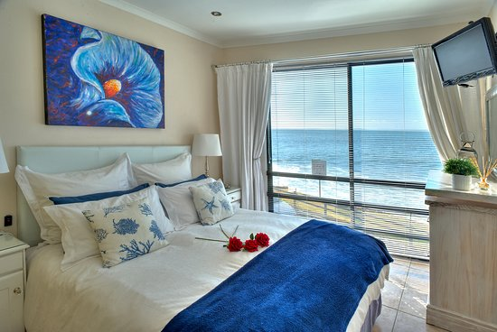185 on Beach Boutique Suites and Apartments: Seaside Luxury Apartment has romantic views onto the waves
