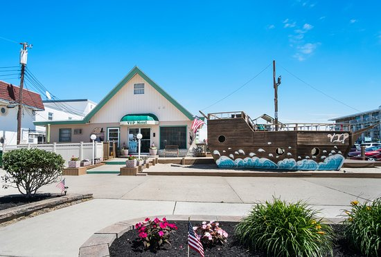 V.I.P. Family Motel: Atlantic Avenue Side of Motel/ Front Office