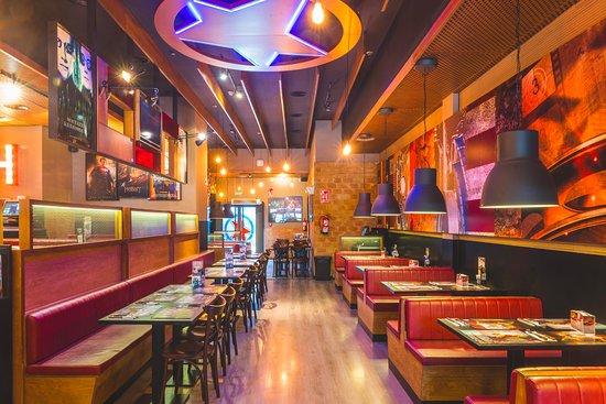 Manoteras Cines & Restaurantes: Cervecería 100 Montaditos, gran variedad de montaditos en la barra, con carta de cervezas y vino