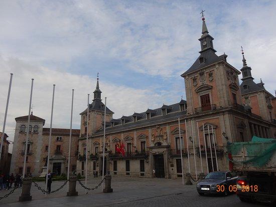 Plaza de la Villa: Grand architecture